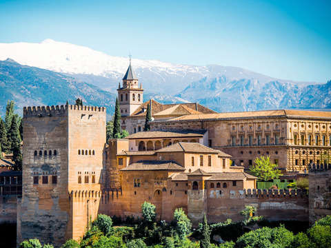 Granada: Alhambra + Nasrid Palaces + Tickets *