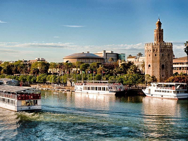Excursi n crucero en sevilla espect culo de flamenco for Espectaculos en sevilla