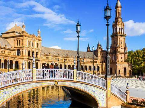 From Malaga: 1 Day Excursion to Seville + Entrance *