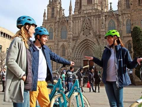 Historical Tour in E-Bike in Barcelona - 2h30