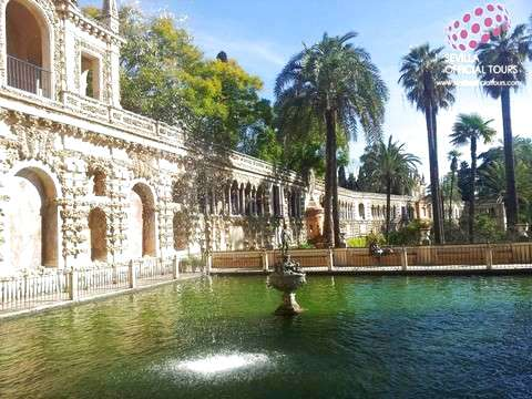 Visit to the Alcázar and Cathedral with Tickets