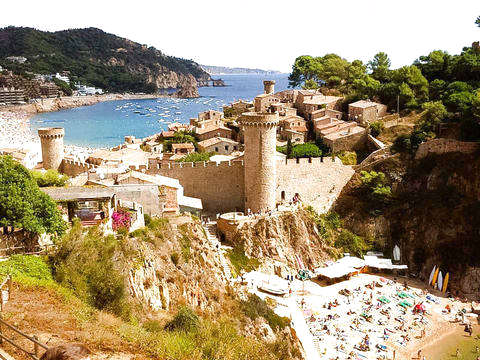 Hiking on the Costa Brava and Tossa de Mar Medieval