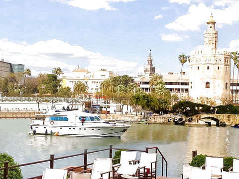 Luxury Boat Lunch in Seville by the Guadalquivir