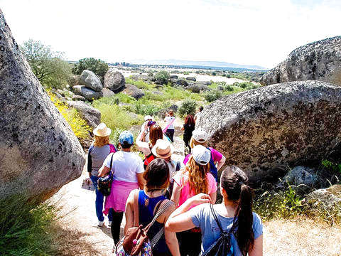 Walking through the Los Barruecos Natural Monument