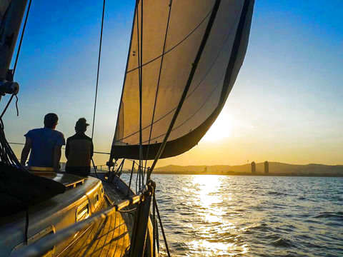 Barcelona: Sailing Tour + Drink