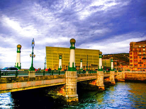 San Sebastian: Historical & Cultural Tour + Pintxo + Vino