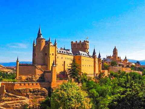 Half Day Tour to Segovia With Alcázar Entrance