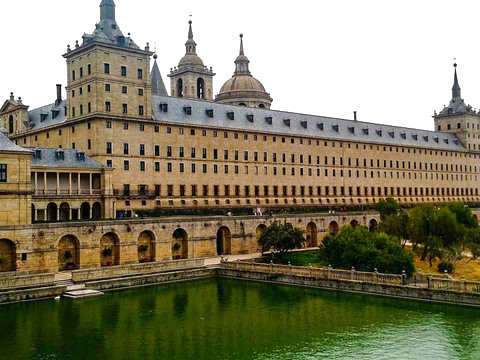From Madrid: Tour to the Escorial and Valley of the Fallen