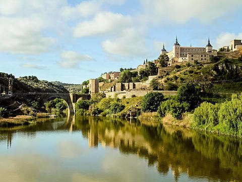 From Madrid: Tour Toledo + Wines and Tapas
