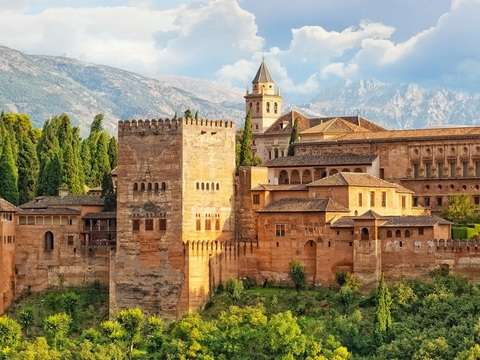 From Seville: Alhambra + Alcazaba + Palacios + Generalife.