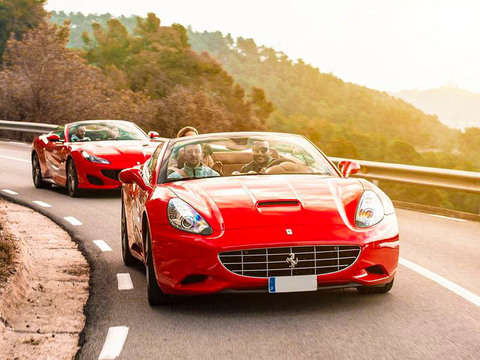 Tour por Sitges: Conduce Un Ferrari
