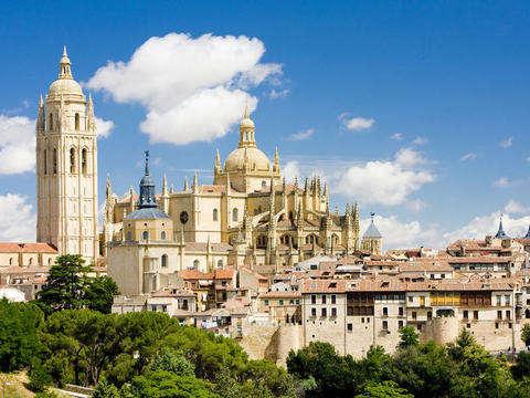 Desde Madrid: Segovia y Pedraza, Ciudad Medieval (Inglés)