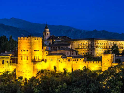 Guided Tour of Granada At Dusk