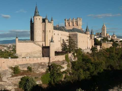 From Madrid: Full-Day Tour to Toledo and Segovia