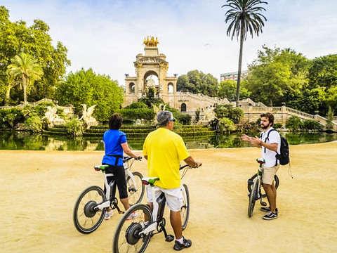 Electric Bike Route & Sagrada Familia Tickets