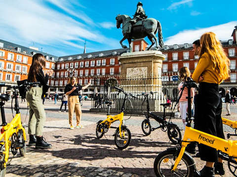 Madrid on Ebike: Cable Car, Picnic & Santiago Bernabéu