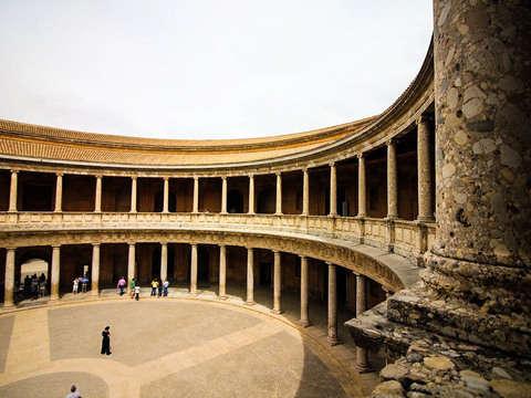 Tour Guiado por el Entorno Alhambra y Palacio de Carlos V
