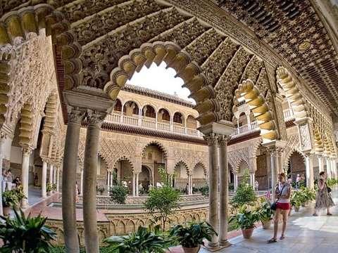 Visit to the Real Alcázar de Sevilla, Historia Viva