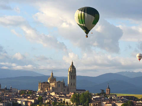 Balloon Ride through Segovia With Transportation from Madrid