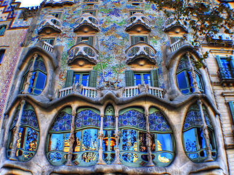 Private Tour of Gaudi with Car